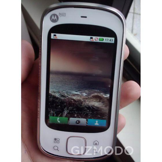 Motorola-Zeppelin-Android-MotoBlur-Brazil