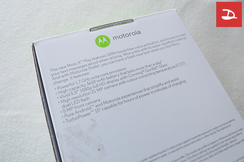 moto-x-play-review-unbox02.jpg